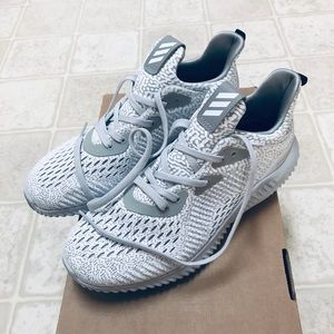 NWT Alphabounce women's sneakers
